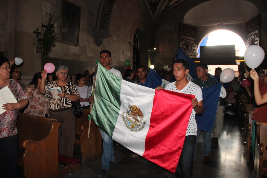 Migrantes ingresan a Catedral
